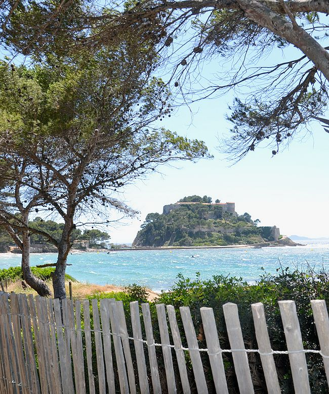 LA LONDE LES MAURES : A PRIVILEGED LOCATION